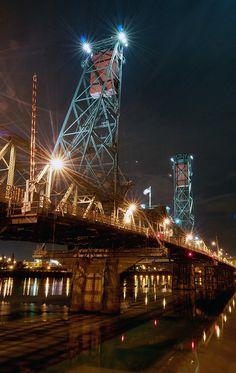 Hawthorne Bridge over the Willamette.  Portland