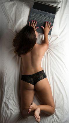 Sabe qual é a melhor PORNOGRAFIA para mulheres?  #mulher #sexo #pornografia #relações Bikinis, Swimwear, Pin Up, Lifestyle, Fitness, Sexy, Men And Women, Photos Of Women, Girls Girls Girls