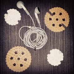 Cookie perler bead cord organizer by nat.handmadeforyou - Video tutorial: http://www.pinterest.com/pin/374291419003776197/