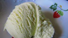 1) Meduňkové listy ohřejeme s mlékem, 1/2 hrnkem šlehačky a cukrem. Necháme hodinu odležet. 2) Vyndáme lístky ze směsy a přes sítko pořádně... Baked Goods, Cabbage, Ice Cream, Chocolate, Vegetables, Ethnic Recipes, Pastries, Food, No Churn Ice Cream
