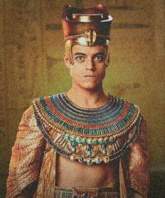 Rami Malek, as Ahkmenrah the pharaoh from Night at the Museum Sami Malek, Monster Museum, Egyptian Fashion, Egyptian Costume, Night At The Museum, Museum Exhibition, Art Museum, Ancient Egypt, Ancient Aliens