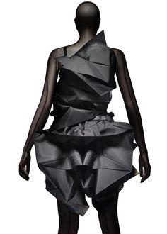 Origami clothing FASHION EVOLUTION MATERIALIZED: ISSEY MIYAKE 132 5.