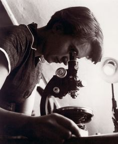 """Rosalind Franklin // """"You look at science as…something apart from real life…kept separate from everyday existence. But science and everyday life cannot and should not be separated. Molecular Structure Of Dna, Prix Nobel, English Heritage, People Of Interest, Intersectional Feminism, Teaching Science, Women In History, Change The World, Female"""