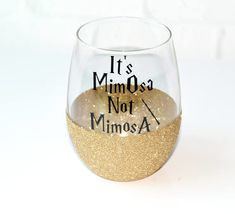 "HP inspired personalized glitter dipped stemless wine glass that says ""It's MimOsa Not MimosA."" Choice of glitter color: Gryffindor Red, Hufflepuff Gold, Slytherin Green or Ravenclaw Blue Harry Potter Wine Glasses, Harry Potter Gifts, Harry Potter Birthday, Harry Potter Decal, Wine Glass Sayings, Wine Glass Designs, Birthday Ideas For Her, Glitter Glasses, Glitter Tumblers"