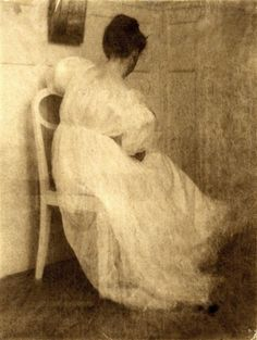 Heinrich Kühn. Miss Mary seated on a white chair 1910