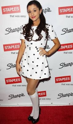Ariana Grande's natural hair color is brown but she dyed it velvet red for her role Cat in Victorious