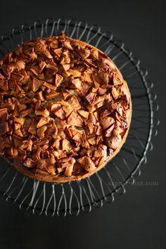 Aapplemint - http://aapplemint.com/2012/08/21/apple-cake/
