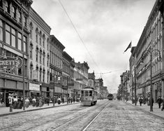 "Toledo, Ohio, circa 1909. ""Summit Street."" Our second glimpse along this bustling retail corridor, home to the Taft Dental Parlors, Baltimore Lunch, Kugler's, Stein's and Mockett's. 8x10 glass negative, Detroit Publishing Co. Shorpy."