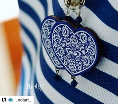 """Náušnice zo série Folk  radosť sa dívať na takúto prácičku tzv. """"Na parádu""""  #praveslovenske od @_noiart_  #slovakia #slovensko #vyrobenenaslovensku #slovenskyvyrobok #slovenskydizajn #folklor #tradicie #traditions #traditional #heart #hearts #srdcia #ornaments #ornamenty #blue #modra #fashion #style #styles #fashionista #fashionable"""