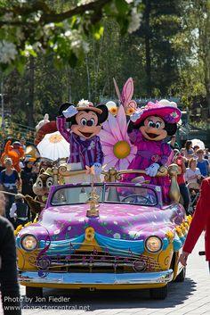 Disneyland Paris, France April 2014 Visit our site Disney Character Central for tons more Disney and Character pictures! Disney Princess Facts, Disney Fun Facts, Disneyland Parade, Vintage Disneyland, Minnie Mouse Pics, Disney Mickey Mouse, Disney Magic, Walt Disney, Punk Disney