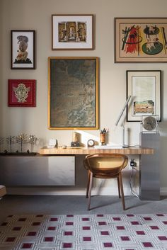 For homeowner Steve Joss, the bones of his new condo were fine, but he wanted a fresh take on the interiors, incorporating his beloved antiques with sleek, contemporary furniture