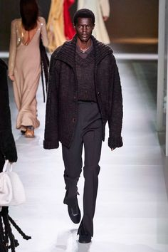 Bottega Veneta Fall 2020 Ready-to-Wear Fashion Show - Vogue Star Clothing, Clothing Co, 2020 Fashion Trends, Fashion Brands, Mens Fall, Mens Fashion, Fashion Outfits, Fashion Weeks, Luxury Fashion