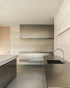 Tidy Kitchen, Minimal Kitchen, New Kitchen, Stainless Steel Kitchen Design, Interior Inspiration, Design Inspiration, Kitchen Inspiration, Interior Design Studio, Minimalist Design