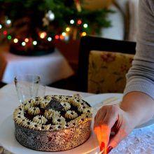 Tort cu ciocolată, cremă de brânză şi vişine | Bucate Aromate Cereal, Oatmeal, Muffin, Breakfast, Food, The Oatmeal, Morning Coffee, Rolled Oats, Essen