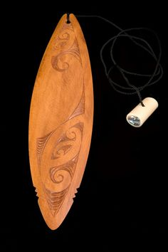 Indigenous Maori art and design studio that captures the spirit of New Zealand Aotearoa including tribal tattoo, ta moko, weaving, wood carving and traditional musical instruments. Chip Carving, Carving Board, Bone Carving, Wooden Jewelry, Resin Jewelry, Moth Wings, Cultural Crafts, Maori Designs, Nz Art