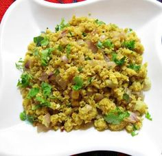 Recipe for spicy yet healthy Oats Upma. Makes a great tasting, easy to prepare breakfast dish or evening snack. Healthy Breakfast Snacks, Health Breakfast, Breakfast Dishes, Healthy Eating, Vegetarian Recipes Easy, Indian Food Recipes, Healthy Recipes, Ethnic Recipes, Healthy Foods
