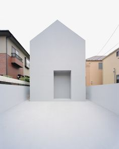 minimalist Japanese house designed by Datar.