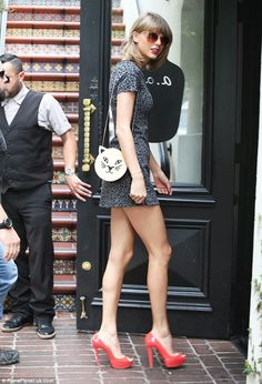 Taylor Swift and her pregnant pal Jaime King enjoy lunch for three #dailymail
