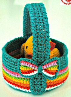 Free Crochet Easter Basket Pattern & Tutorial designed by Jen @ Jam Made.