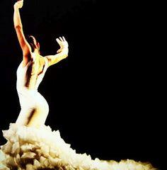 Flamenco dancer with bata de cola. Lovely!
