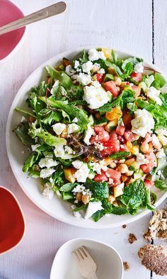 Kesäinen kikhernesalaatti | Meillä kotona Healthy Choices, Cobb Salad, Salads, Food And Drink, Healthy Eating, Healthy Recipes, Salad, Healthy Eating Recipes, Healthy Foods