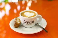 Perfekt als Cappuccino und Espresso Macchiato: Caffè Gromi aus Sacile!  #espresso #macchiato #coffee #italiancoffee Beans, Tableware, Italy, Dinnerware, Beans Recipes, Dishes, Prayers, Serveware