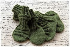 "Suvikumpu: ""Junatumput"" ohje Knitted Baby Cardigan, Baby Knitting, Gloves, Winter, Cardigans, Diy, Fashion, Winter Time, Moda"