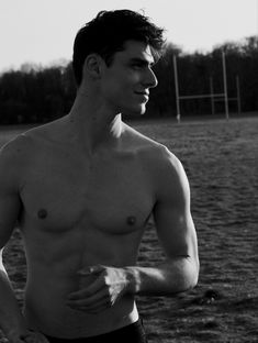 Rafael Miller, French Images, Best Physique, Nike Football, Tumblr Boys, Male Form, Hollywood Actor, Robert Pattinson, Great Pictures