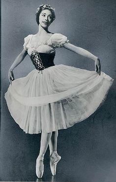 Gorgeous Margot Fonteyn. Ballet beautie, sur les pointes !