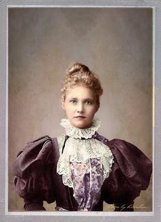 Describing unknown Victorian Lady: She wears lace collar, jabot and big puffy Leg-of-mutton sleeves 1890s Fashion, Edwardian Fashion, Vintage Fashion, Edwardian Era, Victorian Era, Leg Of Mutton Sleeve, Victorian Women, Historical Clothing, Vintage Beauty