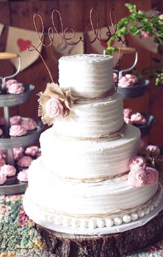 Love this white wedding cake with pink fabric roses and burlap! See more from this pink Nashville wedding with a chic country rustic theme! Pics by @frozenexposure | The Pink Bride www.thepinkbride.com
