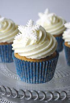 Ces cupcakes vanille façon flocons sont doux et plaisent aux petits comme aux grands avec leur glaçage fondant au Philadelphia cream cheese à la vanille.