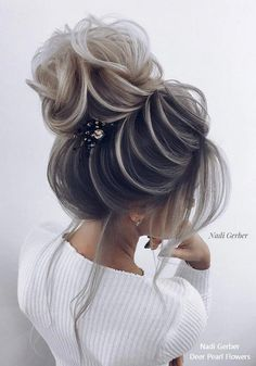 Updo Hairstyle Top 18 High Bun Wedding Updo Hairstyles – My Stylish Zoo - Top 18 High Bun Wedding Updo HairstylesHigh Bun Hairstyles have always been a popular choice for brides for th High Bun Hairstyles, Bride Hairstyles, Cute Hairstyles, Updo Hairstyle, High Updo Wedding, Hair Comb Wedding, Wedding Ceremony, Bridal Updo, Hair Vine