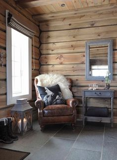Are you looking to brighten up a dull room and searching for interior design tips? One great way to help you liven up a room is by painting and giving it a whole new look. Chalet Interior, Interior Exterior, Interior Design, Interior Livingroom, Kitchen Interior, Cabin Homes, Log Homes, Cottage Shabby Chic, Slate Flooring