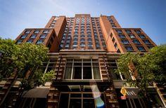 Localizado no bairro mais cool de Nova York, o Grand Soho Hotel foi o primeiro hotel a ser construído em 1996 após um século na história do Soho e rapidamente se converteu parte integrante da estrutura do bairro.