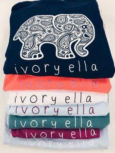 Estas camisas son de Ivory Ella. Estan para un evento informal. Yo puedo llevar estas camisas cada dia. Yo prefiero las camisas negras y blancas.
