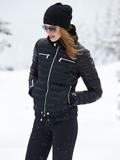 Women's ski wear | Winter fashion | Black ski outfit