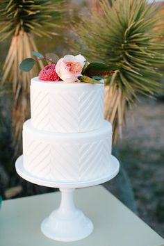 Modern white wedding cake | Wedding & Party Ideas | 100 Layer Cake