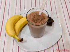 """Čokoládový koktejl s banány: """"Skvělý koktejl na dámskou jízdu protože rozmazlit se sladkým koktejlem je občas potřeba."""" Pudding, Desserts, Food, Tailgate Desserts, Deserts, Custard Pudding, Essen, Puddings, Postres"""