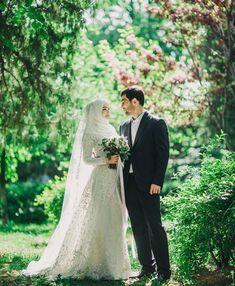 66 Ideas For Wedding Dresses Hijab Muslim Couples Love - hijab ideas Muslim Wedding Gown, Muslimah Wedding Dress, Muslim Wedding Dresses, Muslim Brides, Wedding Hijab, Muslim Couples, Wedding Poses, Hijab Bride, Wedding Couples