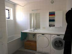Villa Ooghduyne Julianadorp aan Zee  - Badezimmer mit Miele Waschmaschine und Trockner
