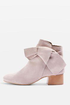 L2017 http://www.topshop.com/en/tsuk/product/shoes-430/boots-6909314/bow-suede-ankle-boots-6816818?bi=60