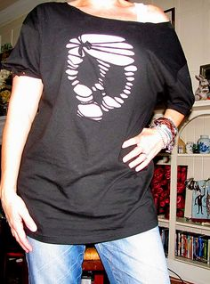 Fun for Halloween - skull t-shirt refashion.. I did this but messed up the nose lol but it was fun