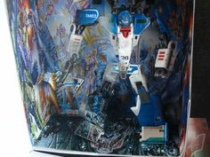 #custranz Mid-electro disruption Mirage. #handpainted #customtransformer #handmade #packaging #boxart #designer #aimhigh #creative #autobot #toyphotography #transformers #nowyouseemenowyoudont