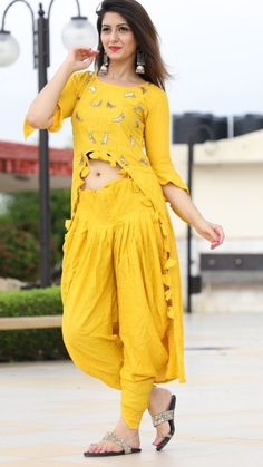 The gown features a beautiful embroidered work around it which enhances the look of the outfit. Salwar Designs, Lehenga Designs, Kurti Designs Party Wear, Blouse Designs, Stylish Dresses For Girls, Stylish Dress Designs, Dress Indian Style, Indian Outfits, Casual Indian Fashion