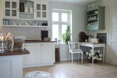Simple Interior Design Tips, 5 basics of interior design, easy tips to transform your home interior, easy interior design tips, easy interior design inspo Rustic Kitchen, Kitchen Pantry Storage Cabinet, Kitchen Design, Kitchen Decor, Kitchen Cabinet Trends, Custom Kitchen Cabinets, Cleaning Walls, Modern Kitchen Design, Timeless Kitchen