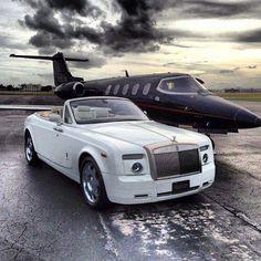 Black private jet and a white Rolls Royce convertible Rolls Royce, Luxury Sports Cars, Maserati, Bugatti, Lamborghini, Jets Privés De Luxe, Dream Cars, Jet Privé, Private Plane