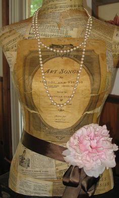 Great idea to make your own dress form and give it a vintage feel. Would look cool in my sewing room. Mannequin Art, Dress Form Mannequin, Vintage Mannequin, Mannequin Display, Make Your Own Dress, Sewing Rooms, Vintage Love, Vintage Pearls, Look Cool