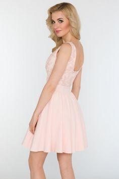 Czarująca sukienka wieczorowa z delikatnej, elastycznej tkaniny.