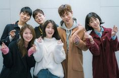 Good vibes emanate from the scriptreading stills for the upcoming Korean sitcom 'Laughter in Waikiki'. In February we will get to experiance the laughter in Waikiki ourselves. Jung In, Kim Jung, Web Drama, Drama Film, Dong Gu, Chang Min, Drama Korea, Kpop, Korean Actors